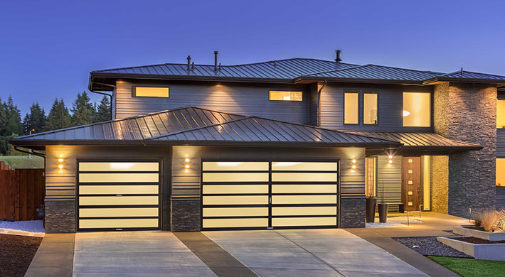 The Amarr Horizon series doors have strong horizontal lines combined with long narrow expanses of glass make a distinctive design statement. & RoadRunner\u0027s Garage Doors LLC: Modern Doors